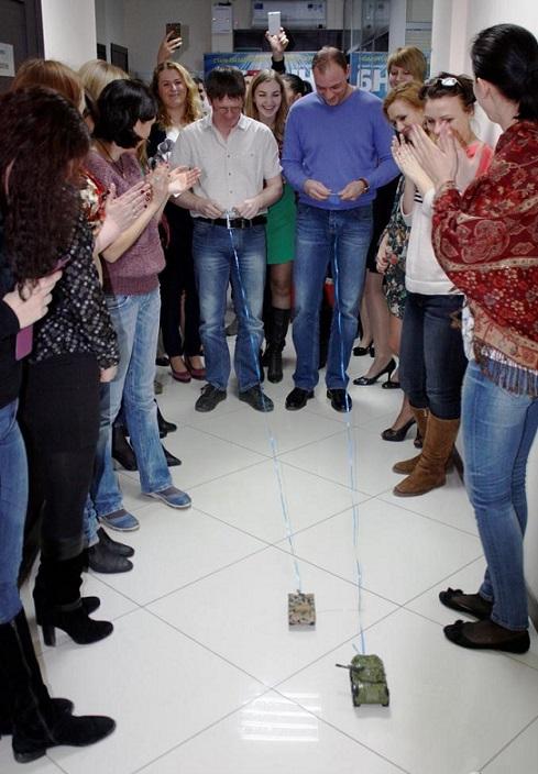 23 февраля в офисе, как поздравить коллег 23 февраля. 23 февраля в офисе оригинально