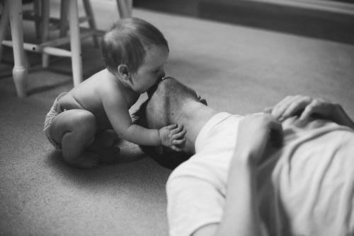 муж и ребенок поцелуй