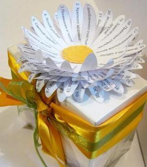 Оригинальная идея для упаковки подарка или  упаковка с ромашкой из пожеланий своими руками