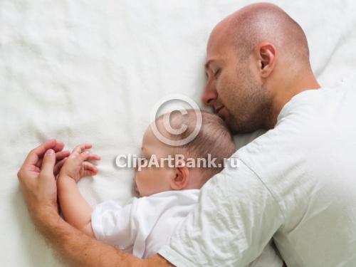 идея фото мужа с грудным ребенком спят