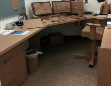 розыгрыш на 1 апреля в офисе: картонный офис