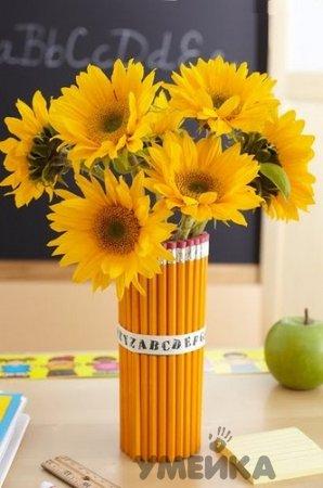 подарок своими руками к дню учителя или к 1 сентября - цветы в вазе из карандашей