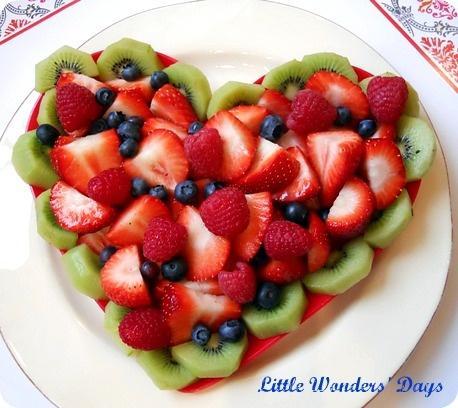 Романтический завтрак на день святого Валентина: сердце салат