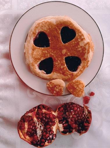 романтический завтрак, романтический завтрак на 14 февраля, завтрак на 14 февраля, завтрак для любимого, блины сердечко, сердечки из блинов,